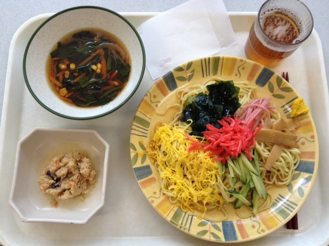 【本日のランチ】冷やし中華とワカメスープ